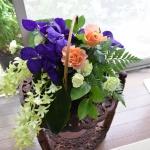 【フラワーアレンジメント】花の少ない季節におすすめ!洋ランを籠にアレンジ