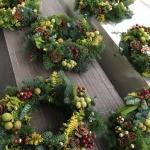 【ナチュラルクリスマスリース】緑の香りも楽しめる生リースを作りました!