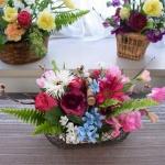 お花の組み合わせを変えて、各自自由な花器でアレンジしました!(作品解説)