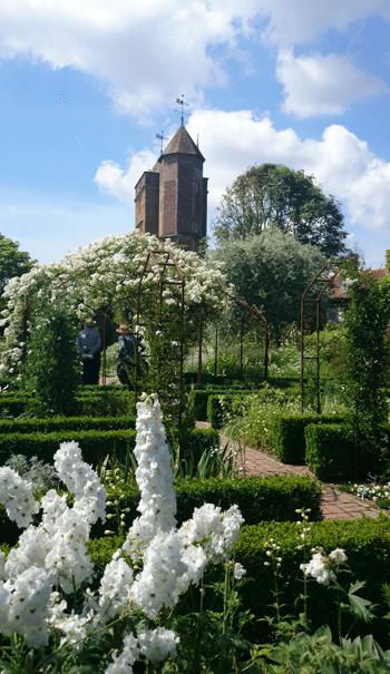 シシングハースト城庭園 ホワイトガーデン01