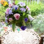 【庭の花を使って】フラワーアレンジ!①ワイングラスでテーブルアレンジ綺麗に見せる花色の組み合わせポイント