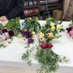 お花の組み合わせを変えて、各自自由なデザインの作品を作るレッスン!
