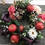 【フラワーアレンジメント】リンゴを使った秋のリングアレンジ