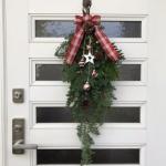 【ドア飾り】クリスマスに今年はリースではなくドアスワッグをレッスンしました!