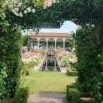 【ネットでお庭散策】第4回 扉や門をくぐると別世界なイギリスの庭