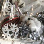 【企業催事講習会】クリスマスリースの材料を人数分に袋詰めしました!