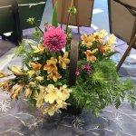 【花装飾】畑で咲いていたお花で作品を入れ替えてきました!